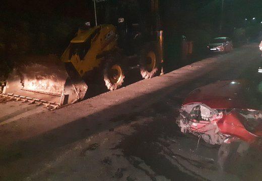 O GES de Brión asiste nun accidente entre un turismo e unha retroexcavadora no lugar de Vilaserio (Negreira) que se salda cun ferido