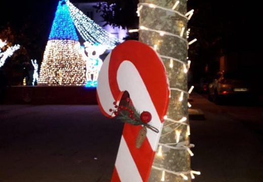O Concello de Camariñas comeza a instalar a iluminación para o Nadal en todas as parroquias