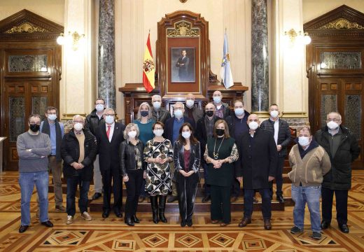 Inés Rey homenaxea as 18 persoas traballadoras do Concello que se xubilan este ano